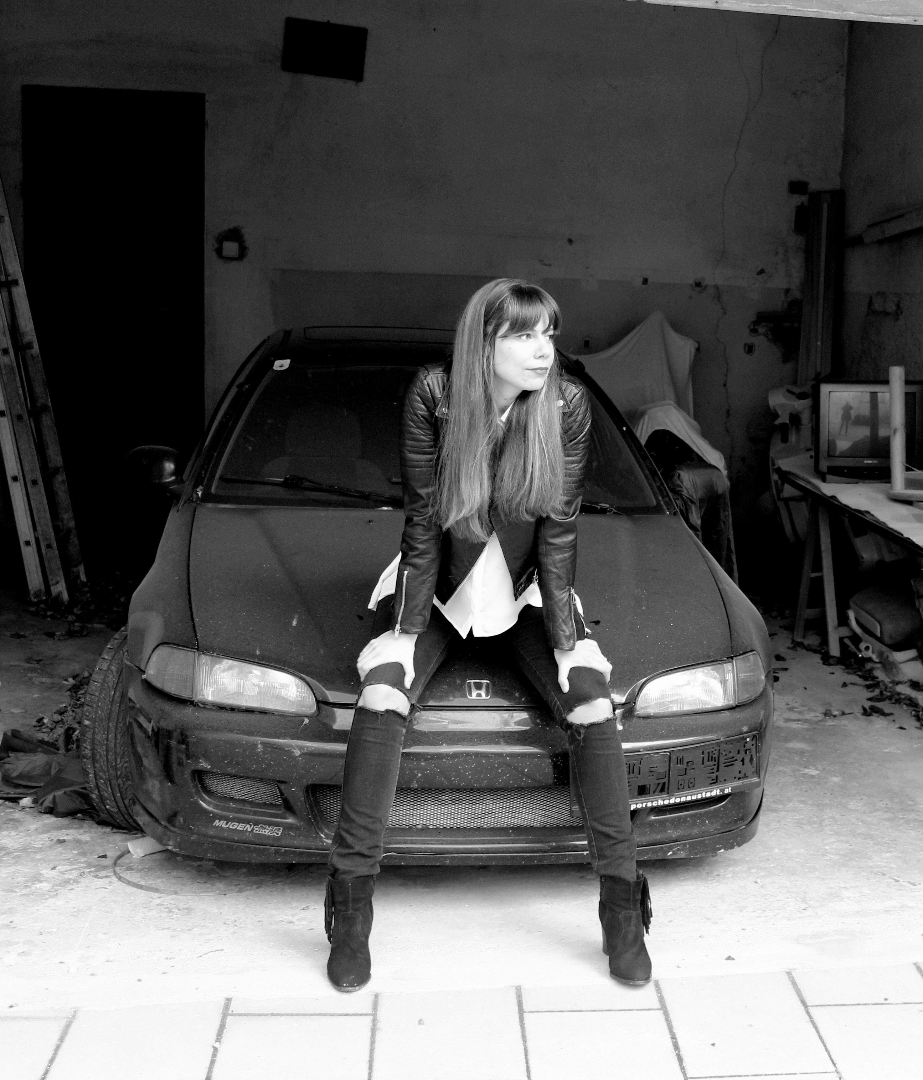 alb-negru2